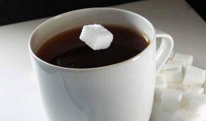 Limpiar la aceitera con café