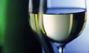 Sal para las manchas de vino blanco