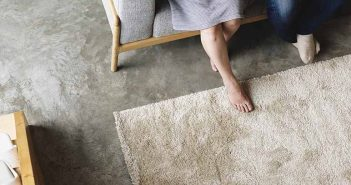 Cómo quitar manchas de chocolate de las alfombras - Trucos de hogar caseros