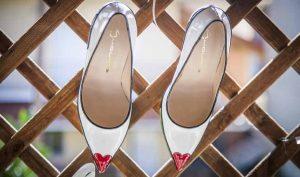 Agrandar zapatos con papel de periódico