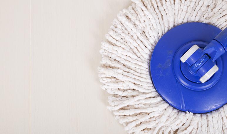Limpiar el suelo con bicarbonato - Trucos de hogar caseros