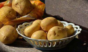 Azulejos limpios con agua de patata