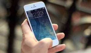 Limpiar la pantalla del móvil con bicarbonato