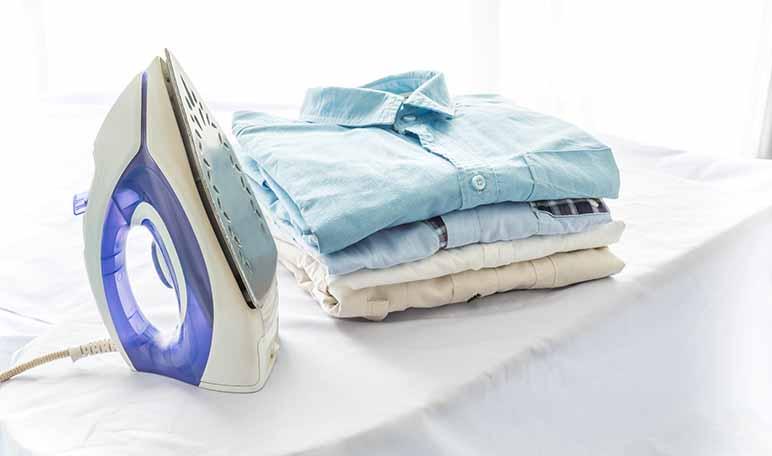 Cómo limpiar la plancha con sal y vinagre - Trucos de hogar caseros