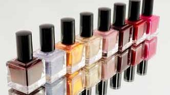 Quitar esmalte de uñas de la ropa con acetona