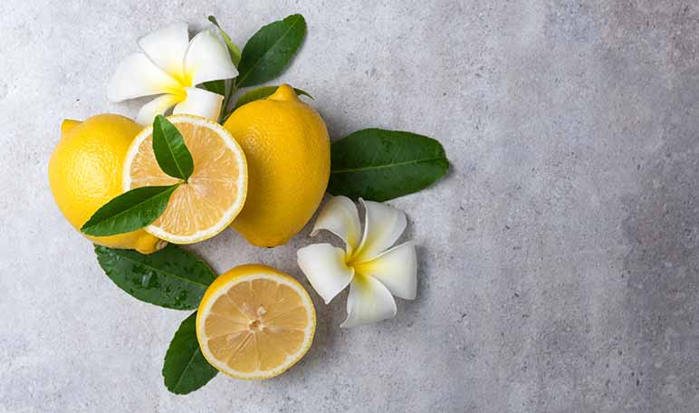 Cómo quitar las manchas de desodorante - Trucos de hogar caseros