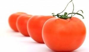 Quitar las manchas de tinta de la piel con tomate