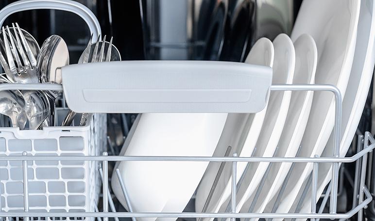 Eliminar los malos olores del lavavajillas con vinagre y limón - Trucos de hogar caseros