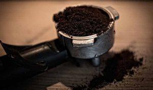 Cómo destapar una cañería con café
