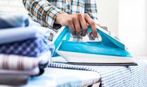 Cómo eliminar la suciedad de la plancha con aspirina - Trucos de hogar caseros