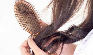 Limpiar los cepillos del pelo con bicarbonato - Trucos de hogar caseros