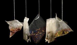 Eliminar la grasa de los platos con té