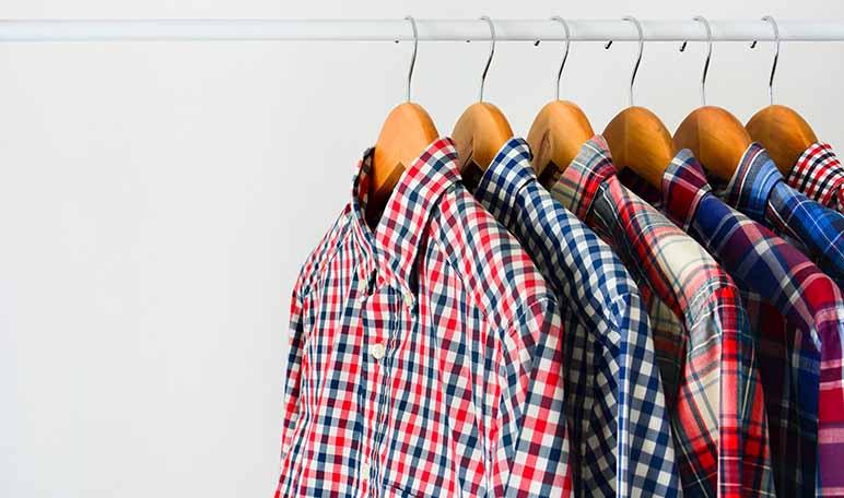 Eliminar el olor a humedad de la ropa con bicarbonato - Trucos de hogar caseros