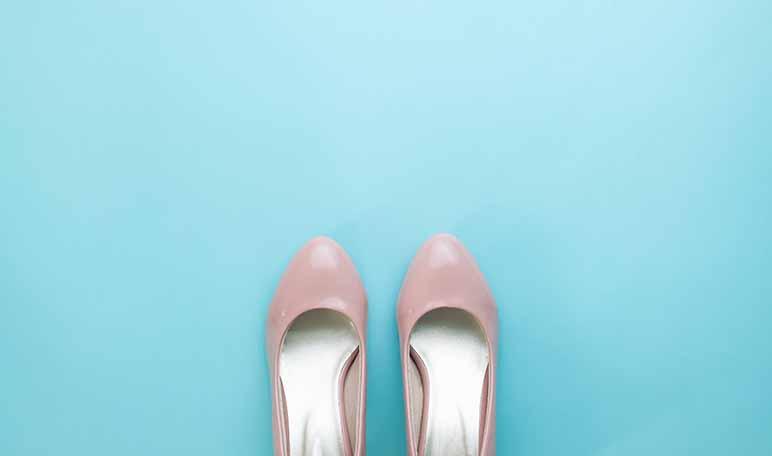 Elimina el mal olor de los zapatos con bicarbonato - Trucos de hogar caseros
