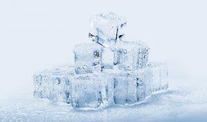 Cómo quitar un chicle pegado a la ropa con hielo - Trucos de hogar caseros