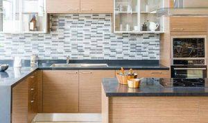 Limpiar los muebles de la cocina con vinagre - Trucos de hogar caseros