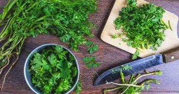 Cómo eliminar el olor a frito con perejil o naranja - Trucos de hogar caseros