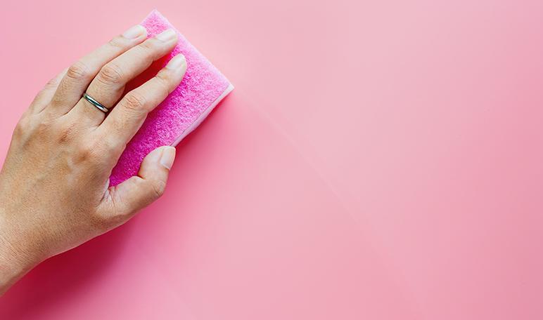 Cómo limpiar las esponjas con vinagre - Trucos de hogar caseros