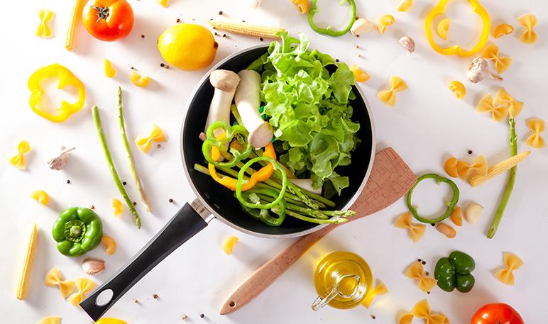 Cómo eliminar el mal olor de las sartenes con limón - Trucos de hogar caseros